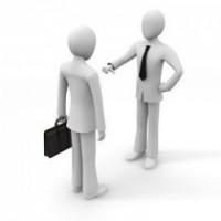 外注化 vs 従業員雇用